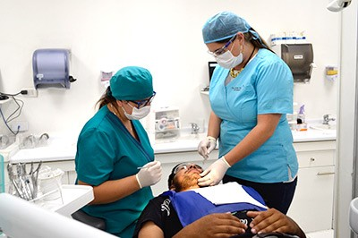 dentistas-sala-clinica-dental-amanda