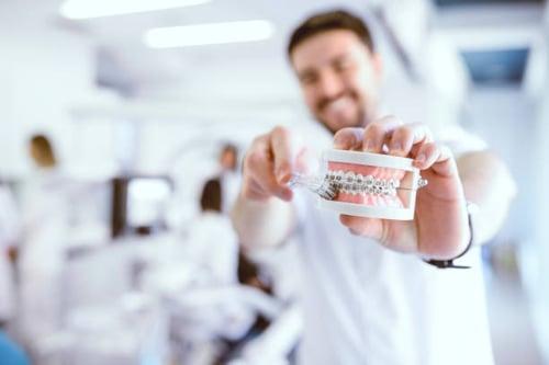 tratamiento de Frenillos Dentales
